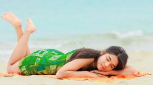 Tidur di Atas Pasir